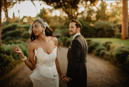 What Does A Wedding Photographer Do During His Job?