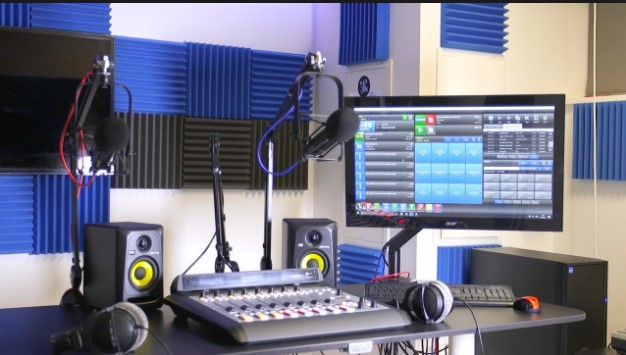 Why Lighting And Microphone Hiring Is Better For You Rather Than Buying Them?